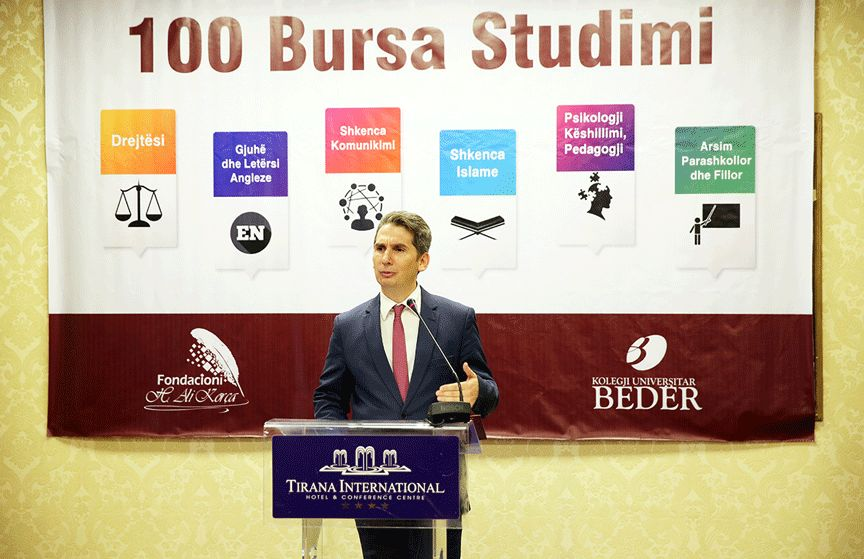 The project of 100 social scholarships is launched